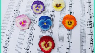 Embroidered pansy brooches 🌺