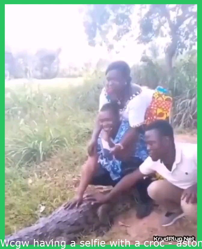 Wcgw taking a selfie with a croc